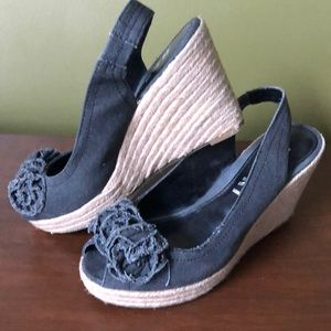 Report wedge size 8. Gray 🌸 small studs. Canvas